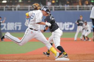 9回1死一塁、杉本裕太郎は遊撃手への併殺打に倒れる(カメラ・義村 治子)