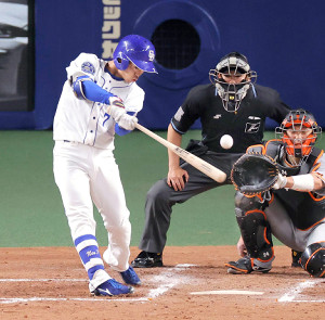 2回無死二塁、根尾昂が中前適時打