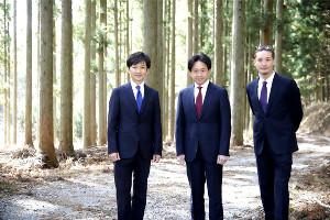1日から「株式会社TOKIO」で始動する(左から)国分太一、城島茂、松岡昌宏