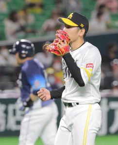 3回1死一、二塁、中村剛也(左)に追加点となる左越え3ラン本塁打を打たれた石川柊太