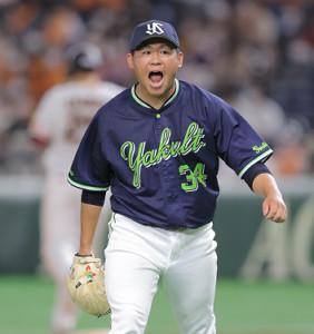 6回1死一、二塁、岡本和真(後方)を遊ゴロ併殺とし、雄たけびをあげる田口麗斗