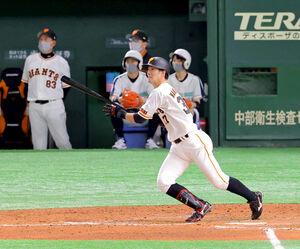 9回2死一塁、右越えの同点適時二塁打を放つ若林晃弘(カメラ・泉 貫太)