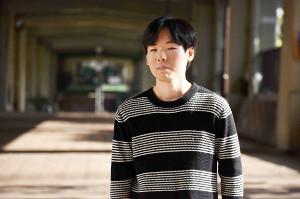 取材終わりに「卒論っていつから書き始めましたか?」と記者に質問をしてきた岩倉文也さん