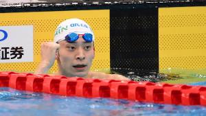 男子100m背泳ぎ決勝で優勝し、4大会連続となる五輪代表に内定した入江陵介 (カメラ・竜田 卓)
