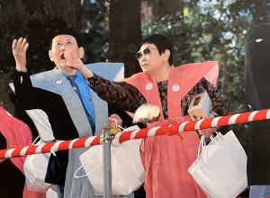 来宮神社の節分祭に参加した橋田壽賀子さん(右)