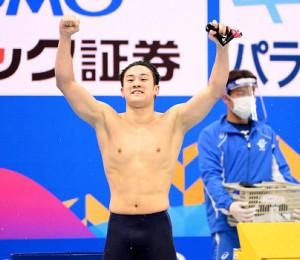2分6秒40の日本新記録で優勝、五輪代表に内定した佐藤翔馬(カメラ・竜田 卓)