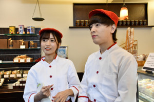 2人組YouTuber「ヴァンゆん」のゆん(左)とヴァンビ(C)テレビ朝日