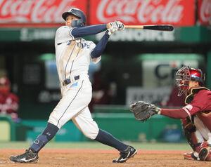 5回1死、左越えにソロ本塁打を放つ若林楽人(カメラ・小泉 洋樹)