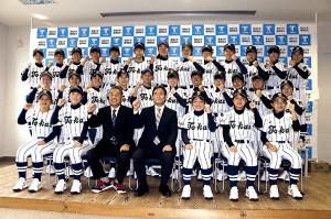打撃力を磨き、日本一を目指す東海大静岡翔洋女子硬式野球部ナイン