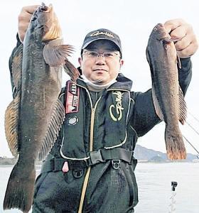 良型のクジメとアブラメをダブルで釣った永沢さん