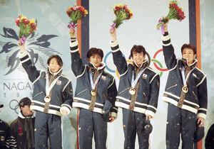 長野五輪のジャンプ団体に優勝した(左から)岡部孝信、斎藤浩哉、原田雅彦、船木和喜