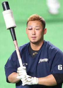 右のまぶたを赤く腫らした中田翔
