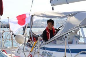 太平洋ヨット横断に再挑戦で、大阪・岬町のヨットハーバーを出発した辛坊治郎氏(カメラ・筒井政也)