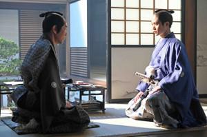 NHK大河ドラマ「青天を衝け」より岸谷五朗演じる井伊直弼(左)と徳川慶福(磯村勇斗