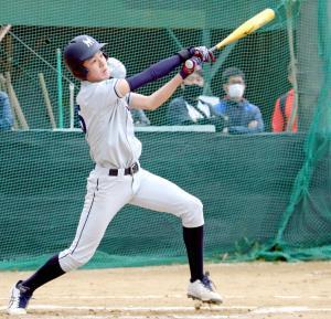 初回に先制二塁打を放った京都南山城・京都洛中合同の高田