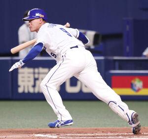 6回2死二塁、代打・福留孝介が左中間へ同点適時二塁打を放つ(カメラ・岩崎 龍一)