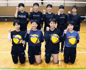 23年の北海道総体で主力と期待される旭川実1年生部員(後列左から2人目が笠井)