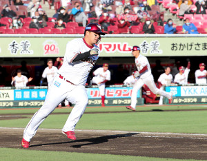 6回2死一、三塁、逆転の2点適時二塁打を放った浅村栄斗