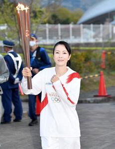 和歌山県橋本市を走る坂本冬美(代表撮影)