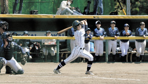 7回1死二、三塁、右前にサヨナラ打を放つ東海大静岡翔洋・山本