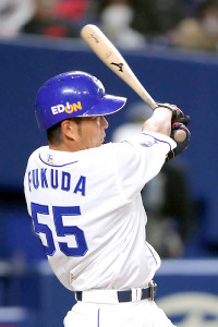 3回2死三塁、福田永将が左翼線に先制の適時二塁打を放つ