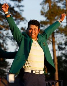 グリーンジャケットを着て歓喜する松山英樹(ロイター)