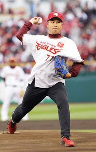 18年4月、楽天・西武戦で始球式を務めた松山英樹