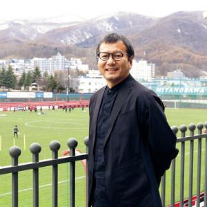 宮の沢でインタビューに応じた札幌・野々村社長(カメラ・川上 大志)