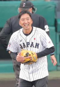 始球式を行った藤川球児氏