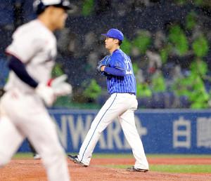 3回2死三塁、塩見に左越え2ランを許した先発の入江大生