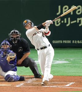 3回1死一、二塁、坂本勇人が左翼線へ2点適時二塁打