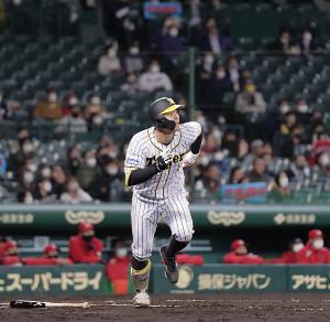 4回無死一塁、右越えに4号2ランを放った佐藤輝明