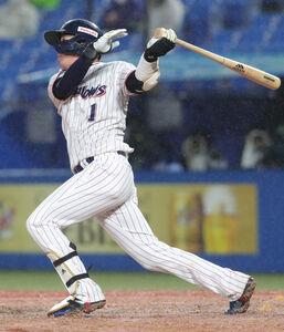 5回1死二塁、左越えに3号2ラン本塁打放った山田哲人(カメラ・頓所美代子)