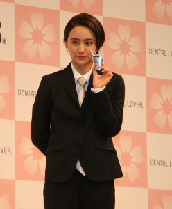 都内で行われたセルフホワイトニングサロン「デンタルラバー」の新商品発表会に出席した岡田結実