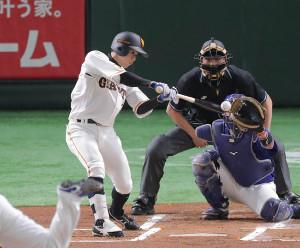 1回無死、左越えに2号先頭打者本塁打を放った松原聖弥