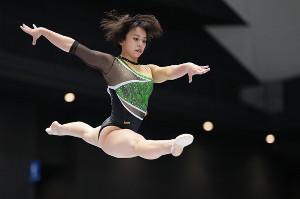 平均台の演技をする村上茉愛(代表撮影)