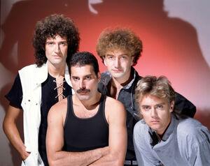 今年バンド結成50周年を迎えたクイーン(前列左から)フレディ・マーキュリー、ロジャー・テイラー(後列同)ブライアン・メイ、ジョン・ディーコン(C)ユニバーサルミュージック