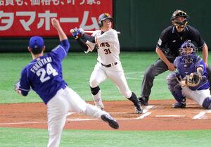 1回無死、左越えに2号先頭打者本塁打を放った松原聖弥(カメラ・池内 雅彦)