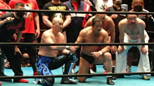 長井満也と藤波辰爾(中央左から)
