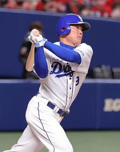 4回1死二塁、右翼へ先制の適時二塁打を放った福留孝介