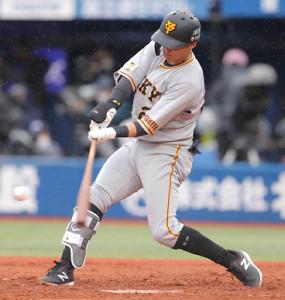 6回2死、中越えソロ本塁打を放つ吉川尚輝