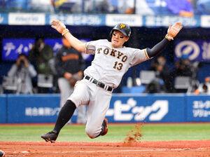 6回2死満塁、打者・大城の時に上茶谷が暴投、三塁走者・松原に続いて二塁走者・梶谷隆幸も生還する