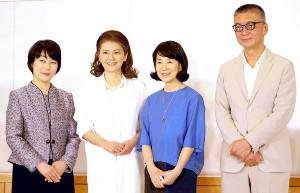 映画「いのちの停車場」の会見に出席した吉永小百合(右から2人目)と南野陽子(同3人目)、成島出監督(右端)と、原作者の南杏子さん