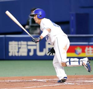 6回1死一、二塁、左前に同点打を放つ福田永将