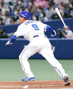 1回、右翼へ二塁打を放ち、通算400二塁打を達成した福留孝介