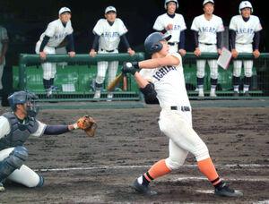 2回2死、市尼崎の米山航平が左翼線二塁打を放つ