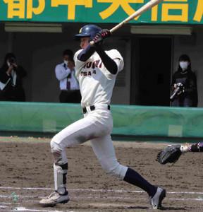5回無死一塁、大商大の修行恵大が左翼線二塁打を放ち、連盟新記録の8打数連続安打を達成