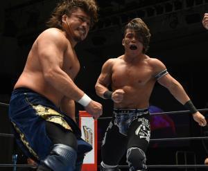 ジュニアとヘビーの階級を超えたシングル対決で後藤洋央紀(左)を撃破した石森太二(新日本プロレス提供)