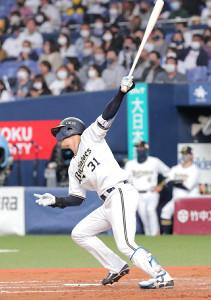 2回1死二、三塁、太田椋は逆転となる中前への2点適時打