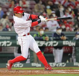 4回1死一、三塁、長野久義が中前に先制の適時打